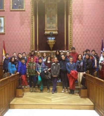 El grupo de primero de ESO de Es Liceu en la sala de plenos del Consell de Mallorca