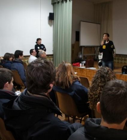 El joven piloto mallorquín durante su charla en el Colegio Santa Teresa.