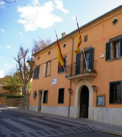 El Govern de les Illes Balears tiene una deuda pendiente de más de 1,7 millones de euros con el consistorio, según denuncia la agrupación socialista de Marratxí.