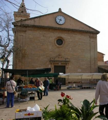 La plaza del Pla de na Tesa es propiedad de la Iglesia