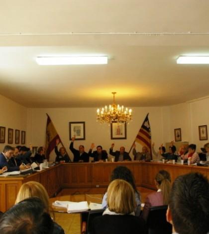 Los ediles del Partido Popular han votado en contra de las mociones presentadas por PSM y PSOE para solicitar la devolución del sueldo de Bauzá