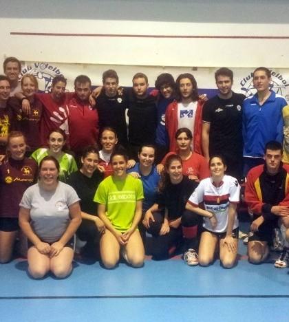 Los jugadores invitados disfrutaron de una divertida sesión de entrenamiento con el club portolà.