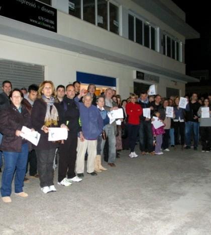 Más de un centenar de vecinos han acudido a la reunión informativa de la AAVV Son Macià-Npva Cabana