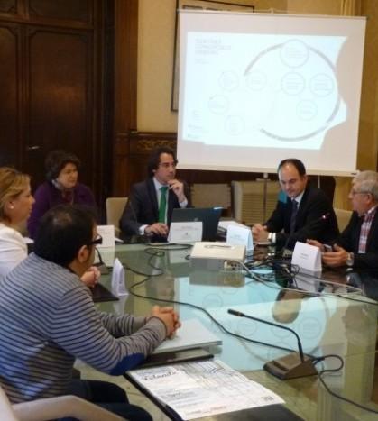 Un momento de la reunión mantenida este lunes 25 de marzo para presentar el proyecto comercial al que podrán acogerse los ayuntamientos de Baleares