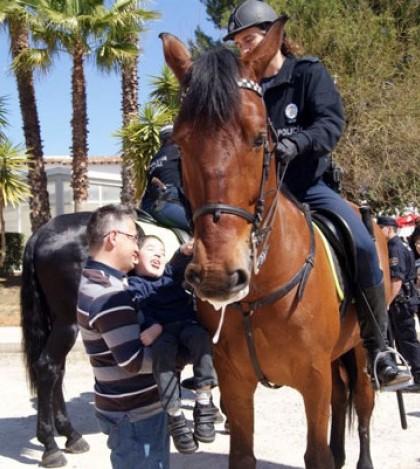 La Policía Montada de Palma participó en la jornada de presentación del nuevo servicio de equinoterapia de ASPACE