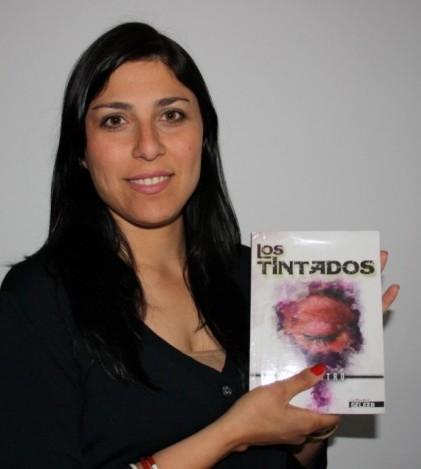 Bibi Castro muestra su primera novela 'Los Tintados', que es la primera parte de una saga de cuatro volúmenes