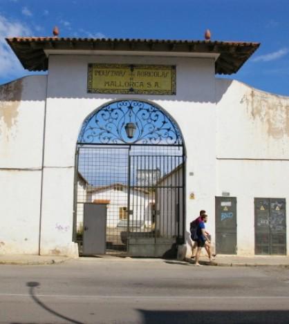 El Ayuntamiento de Marratxí quiere transformar estas abandonadas instalaciones en un centro cívico
