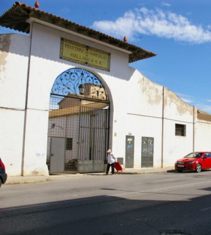 Sa Garrovera, en la Avinguda Antoni Maura del Pont d'Inca, suma una superficie de más de 5 mil metros cuadrados