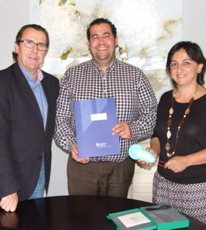 Segismundo Morey, director insular de proyectos, el alcalde de Marratxí, Tomeu Oliver y la regidora de Medi Ambient, Catalina Pocoví, tras la firma del convenio