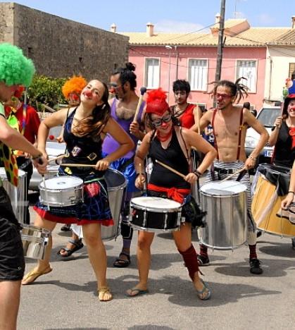 El sábado por la mañana, un original pasacalles dará la bienvenida a las Festes del Carme 2013