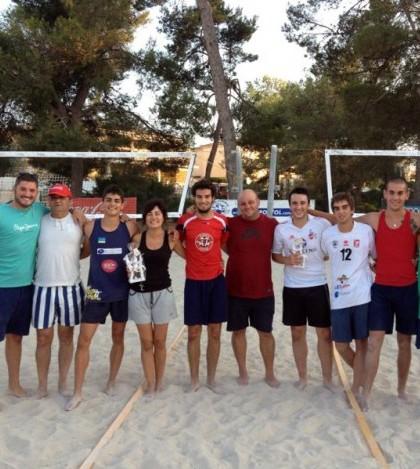 Los participantes en el IV Torneo de Voley Playa de Pòrtol
