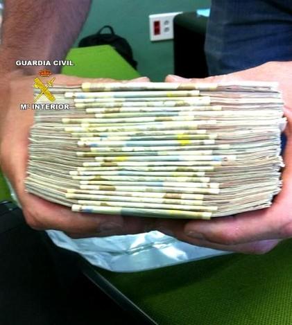 La Guardia Civil ha encontrado 30 mil euros en efectivo, además de otros artículos de valor, en los registros domiciliarios