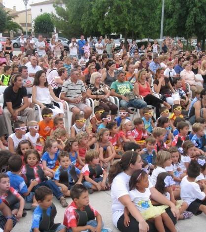 Fiesta de clausura de las escuelas de verano celebrada en el Polideportivo Blanquerna.