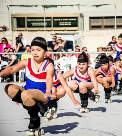 Unos sesenta niños y niñas se forman en las pistas del CEIP Ses Cases Noves con el Club Patin Bellver