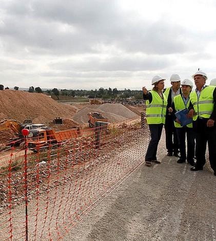 Autoridades del Consell de Mallorca y del Ayuntamiento de Marratxí durante la visita oficial a las obras del Segundo Cinturón