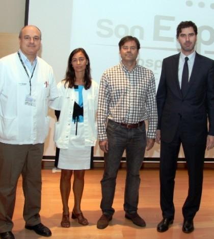 El gerente del Hospital Universitario Son Espases, Victor Ribot, y el coordinador autonómico de Salud Mental, Joan Salvà, con algunos de los ponentes