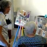 La exposición de fotografías 'Aquellos años mozos' recogía imágenes de todos los usuarios y del personal del centro