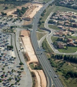 Vista aérea de las obras del desdoblamiento de la Ma-30 en el tramo que afecta la zona del centro comercial Alcampo.
