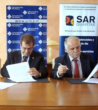 Huguet y Jiménez durante la firma del convenio.