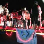 La carroza 'Trabukada' llena de Piratas a su paso por Es Pont d'Inca
