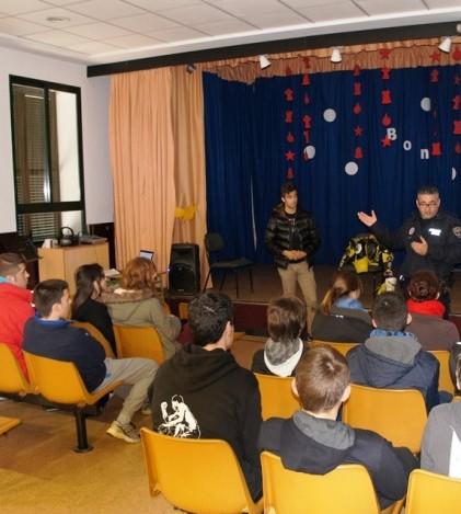 Un momento de la charla de Ángel Poyatos a los alumnos de Marratxí