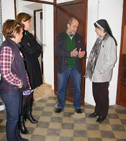 La visita al Casal Solidari con Teresa Forcades