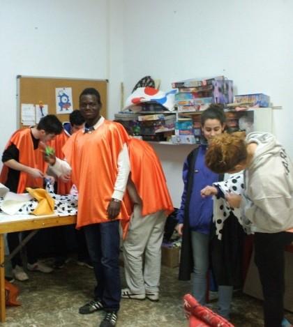 Los chicos preparan sus disfraces para participar en Sa Rua