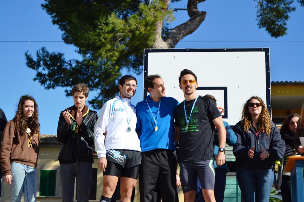 Los vencedores de la categoría masculina de la I Cursa Popular del Club d'Esplai Utopia