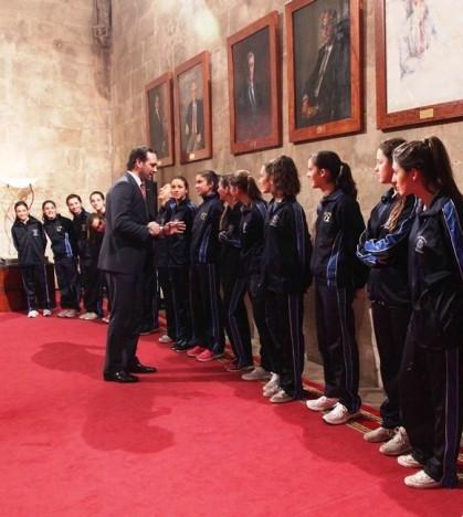 Bauzá recibe a las deportistas en el Consolat