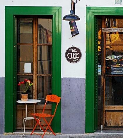 La fachada del Cafè des Cine en Pòrtol
