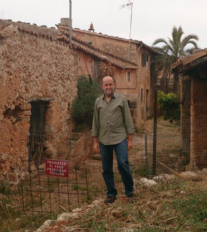 Joan Francesc Canyelles visita la antigua 'olleria' de Can Paolu de Pòrtol