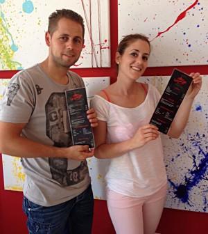 Eva y Cristian, dos jóvenes emprendedores en el Cafè Lounge de Pòrtol.