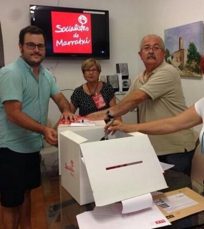 Integrantes de la agrupación Socialista de Marratxí durante el recuento de papeletas