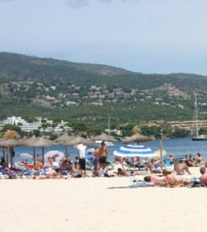 Siete-playas-de-Calviá-ostentan-este-verano-la-bandera-azul-y-cinco-la-Q-de-calidad-turística-e1375711792190